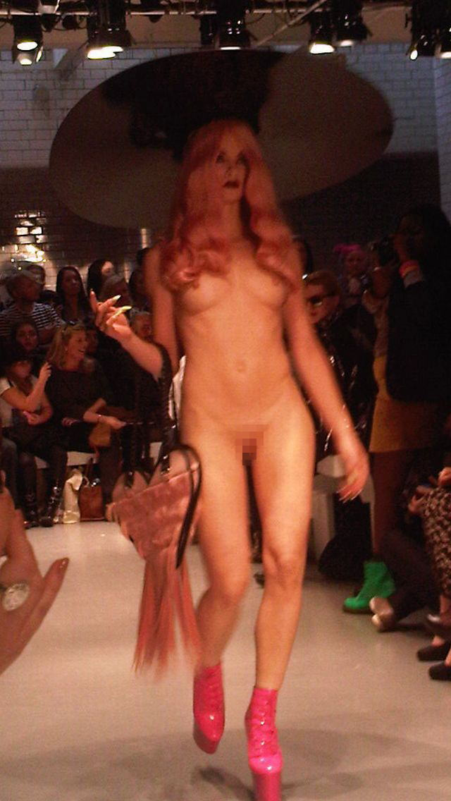 【理解不能】ファッション無しの「全裸ファッションショー」が開催されるwwwwwwwwwwwwww(エロGIF)・25枚目