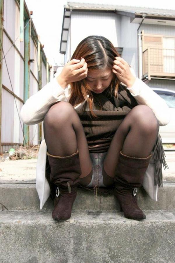 【エロ画像】パンツ脱ぐ前に盛大にお漏らしした女が撮影されるwwwwwwwwwwwwwww・16枚目