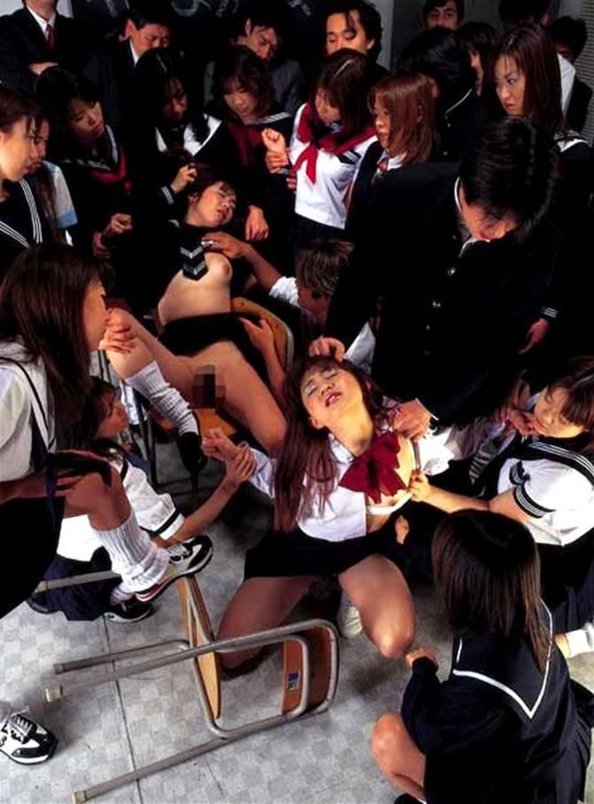 【胸糞注意】女が集まりイジメになると「性的」になる・・・撮影されて晒される。。(画像あり)・24枚目