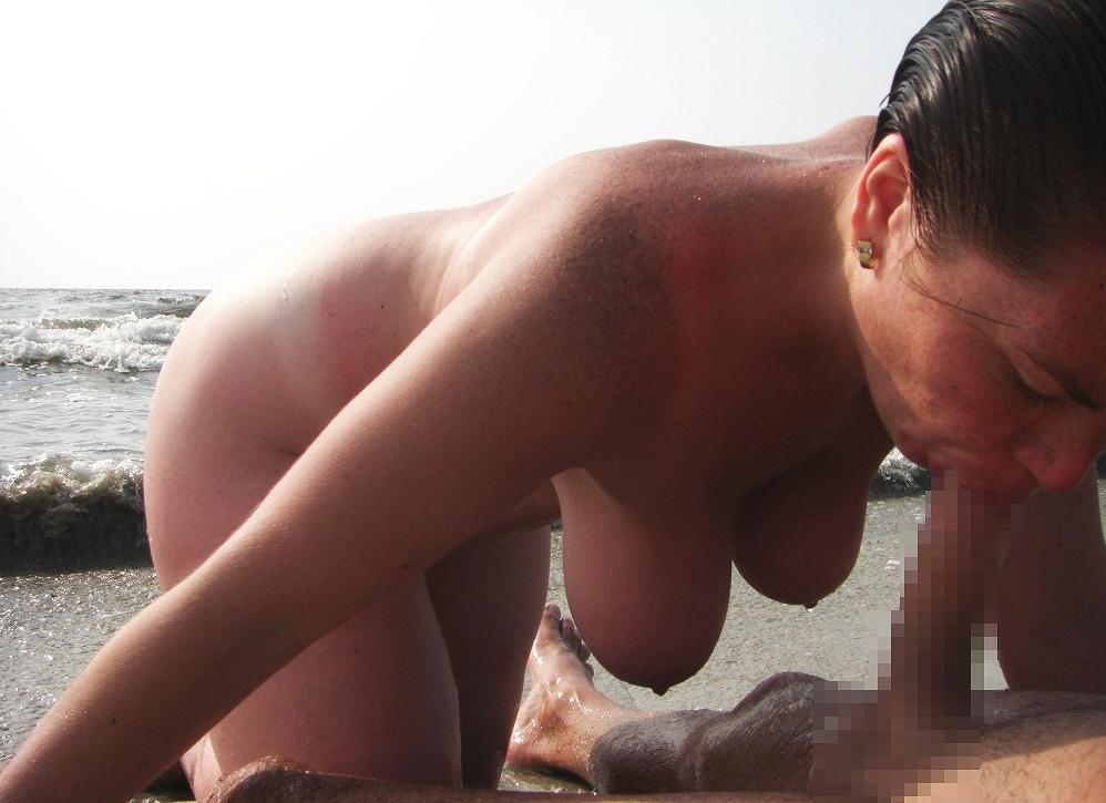 девкисосут на пляже