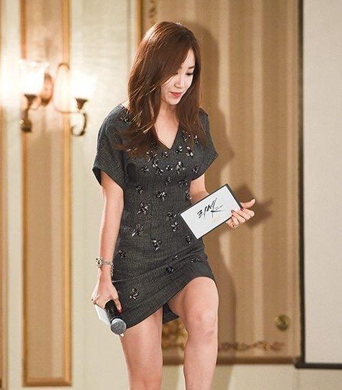 【エロ画像】自主規制もお股もユルユルな韓国の女子アナまんさんエッロwwwwwwwwwwwww・10枚目
