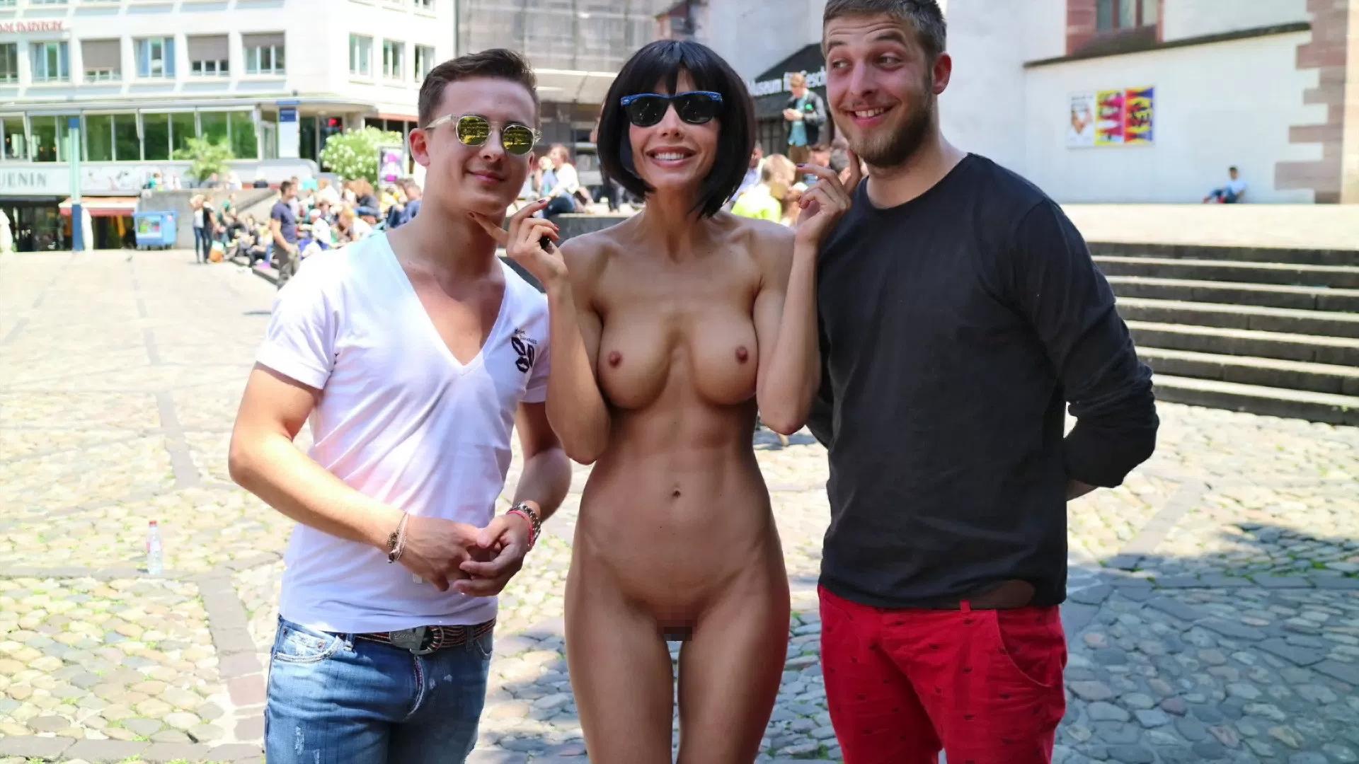 【露出狂】生乳とマンコをこどもにも触らせて逮捕されたヘンタイ女wwwwwwwww・10枚目