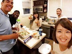 【※悲報※】留学先でリベンジポルノされた日本人まんさんをご覧ください・・・黒人と3Pって。。(流出画像)