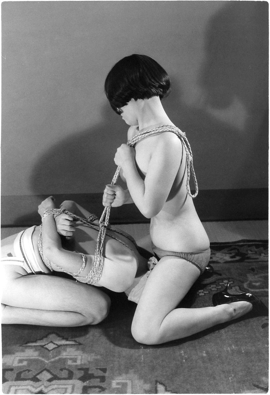 【閲覧注意】ガチ臭を放つ若き頃の母のハメ撮り画像を見つけたんだが。。。(画像あり)・11枚目