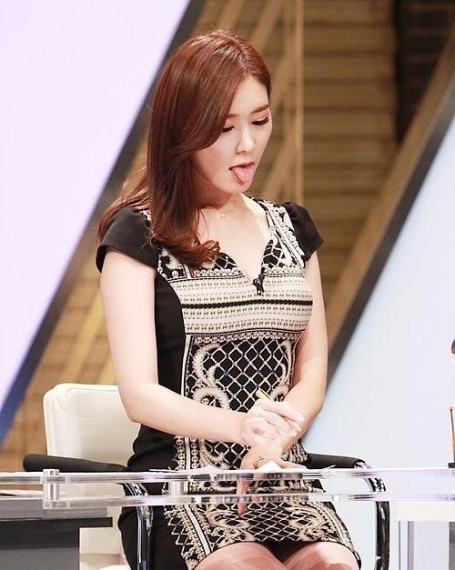 【エロ画像】自主規制もお股もユルユルな韓国の女子アナまんさんエッロwwwwwwwwwwwww・15枚目