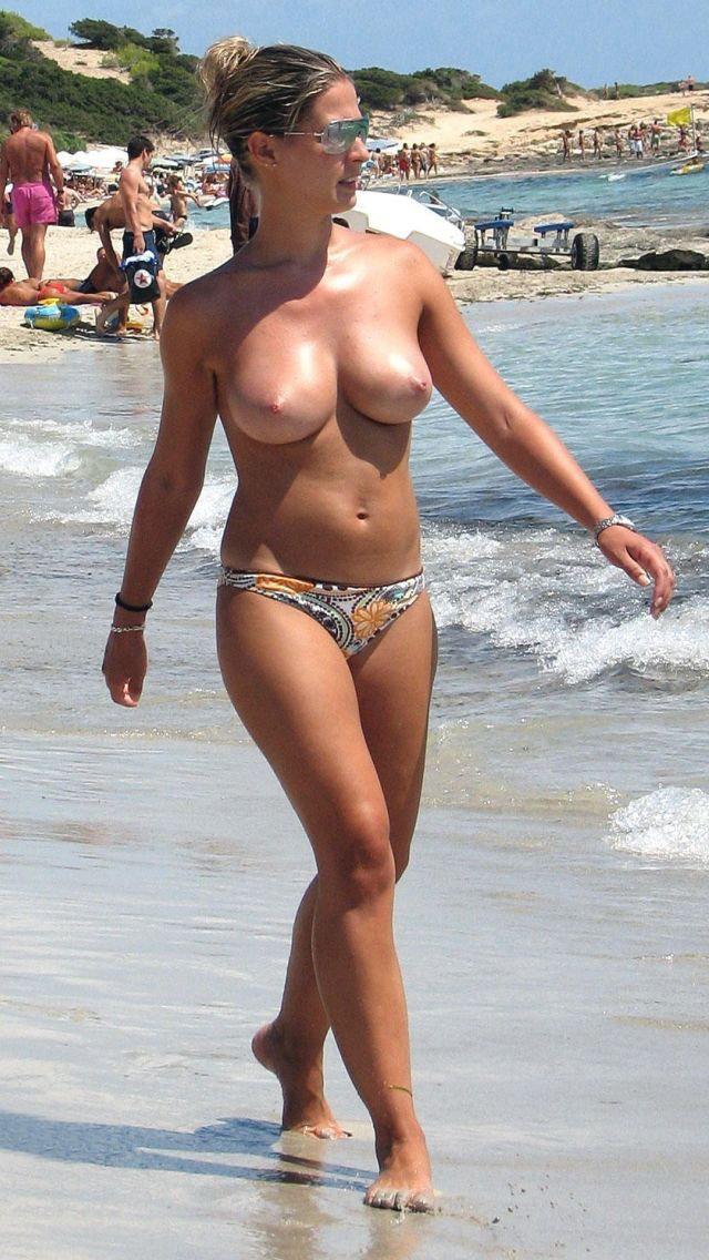 DTのワイ、息子が秒殺される自信があるヌーディストビーチでの美巨乳美女wwwwwww(画像あり)・17枚目