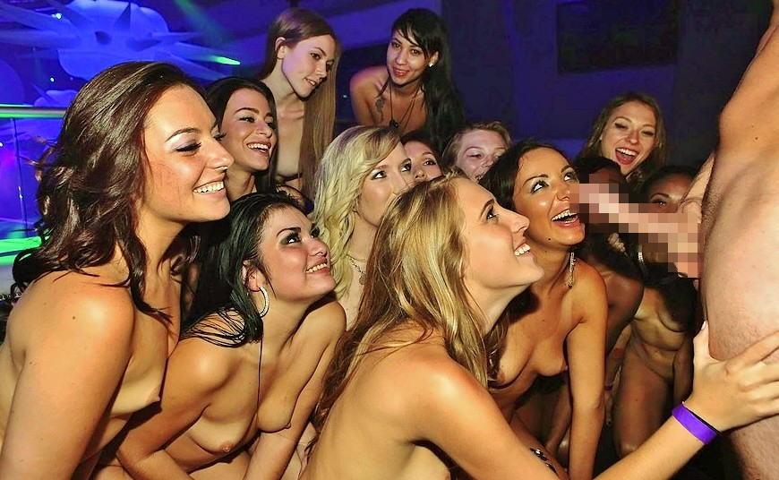 【驚愕】海外の大富豪の遊びがこちら。チンポ1VSマンコ10って無理やろwwwwwwwwwwww(画像あり)・19枚目