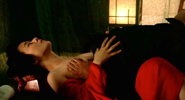 【エロ画像】おっぱいを揉みししだかれる女優さんの演技がこちら。流石やねwwwwwwwwwwwwww・2枚目