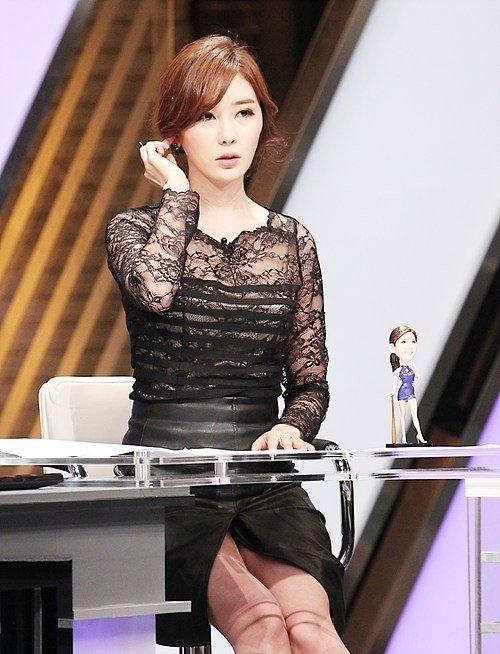 【エロ画像】自主規制もお股もユルユルな韓国の女子アナまんさんエッロwwwwwwwwwwwww・20枚目