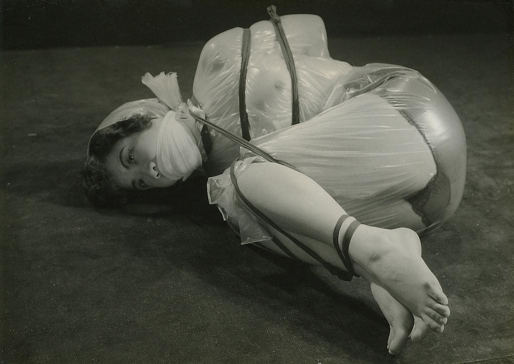 【閲覧注意】ガチ臭を放つ若き頃の母のハメ撮り画像を見つけたんだが。。。(画像あり)・21枚目