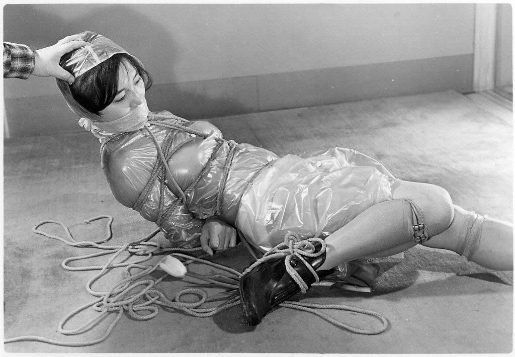 【閲覧注意】ガチ臭を放つ若き頃の母のハメ撮り画像を見つけたんだが。。。(画像あり)・23枚目