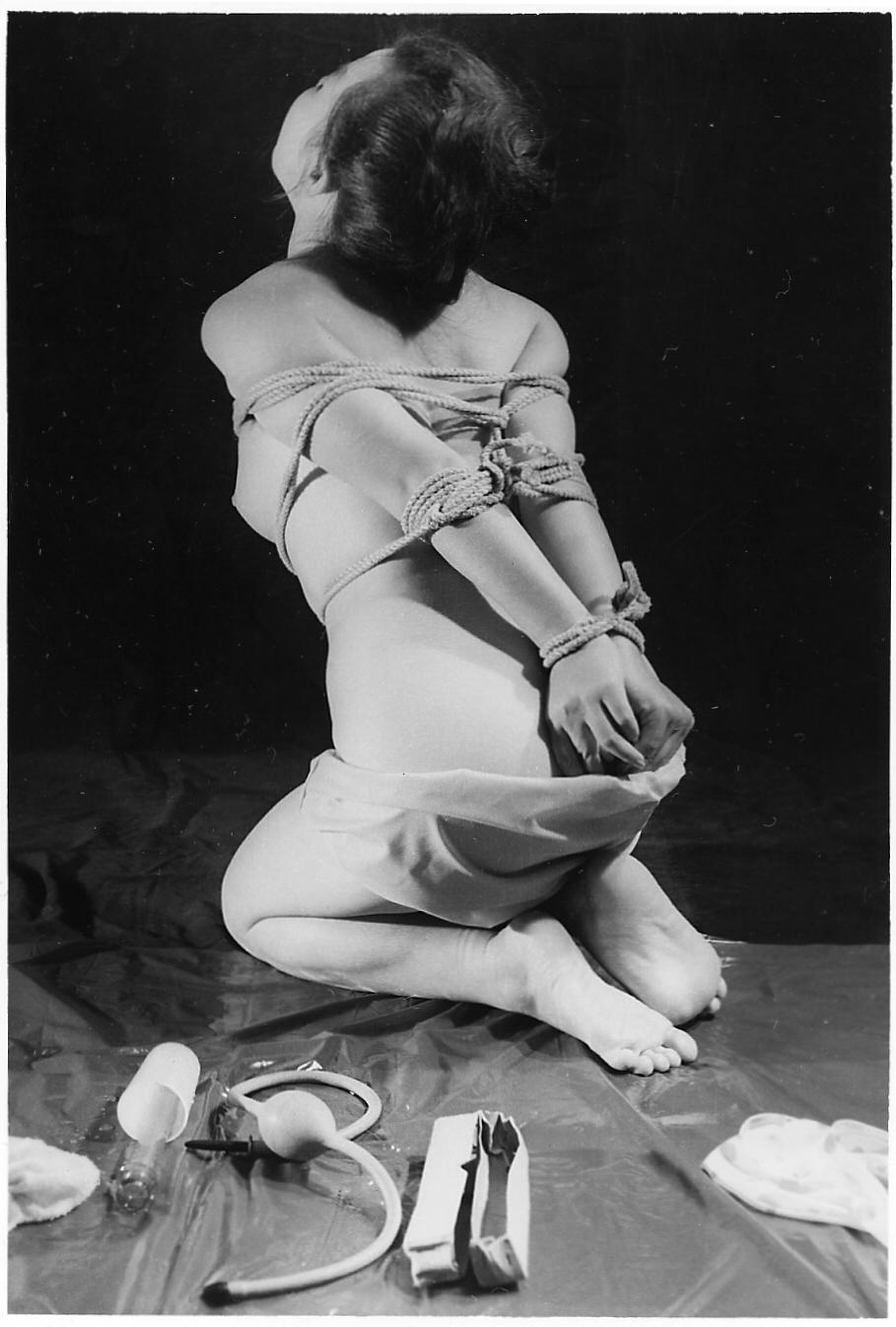 【閲覧注意】ガチ臭を放つ若き頃の母のハメ撮り画像を見つけたんだが。。。(画像あり)・24枚目