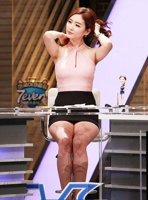 【エロ画像】自主規制もお股もユルユルな韓国の女子アナまんさんエッロwwwwwwwwwwwww・26枚目