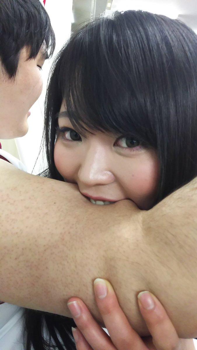 【エロ画像】大好きな男を「噛む」事に喜びを感じるまんさんをご覧くださいwwwwwww・27枚目
