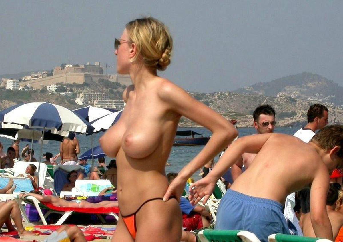 DTのワイ、息子が秒殺される自信があるヌーディストビーチでの美巨乳美女wwwwwww(画像あり)・3枚目