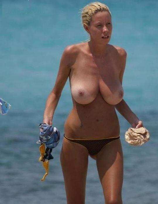 DTのワイ、息子が秒殺される自信があるヌーディストビーチでの美巨乳美女wwwwwww(画像あり)・30枚目