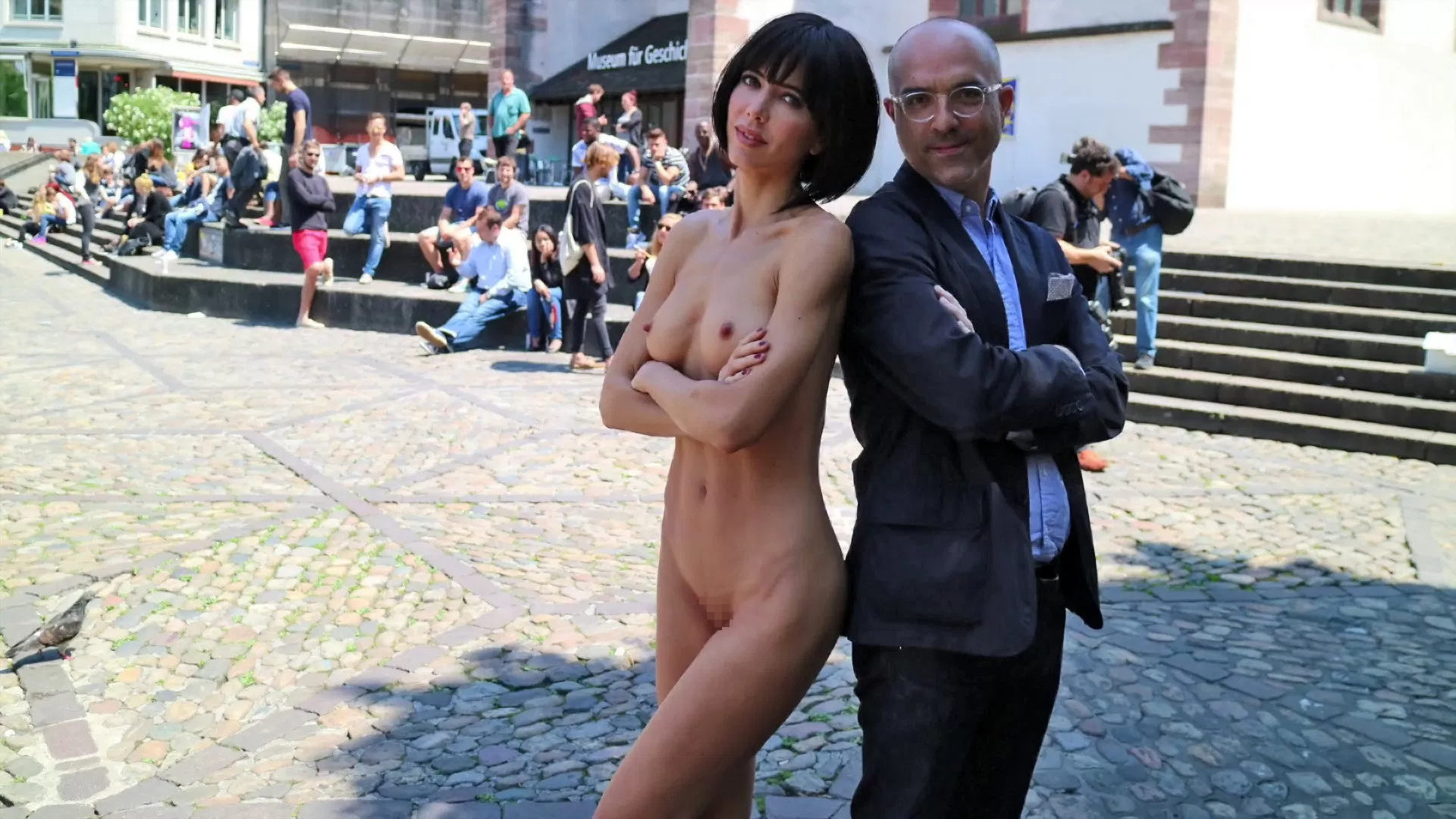 【露出狂】生乳とマンコをこどもにも触らせて逮捕されたヘンタイ女wwwwwwwww・5枚目