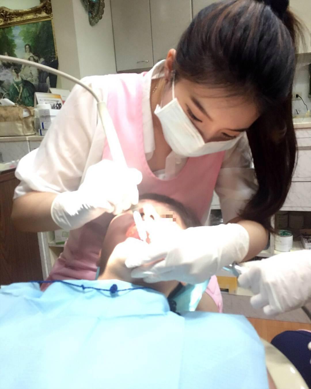 【有能】台湾のミニスカ歯科衛生士・・・完全に露出狂。(画像あり)・5枚目