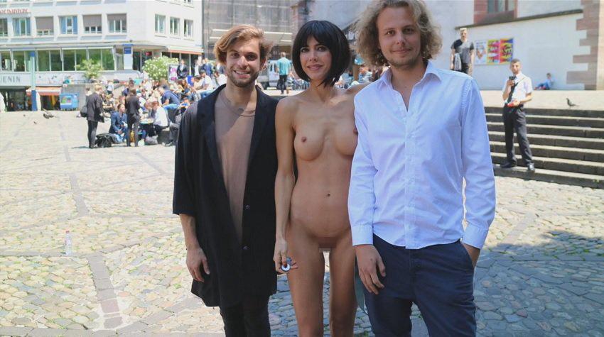 【露出狂】生乳とマンコをこどもにも触らせて逮捕されたヘンタイ女wwwwwwwww・6枚目