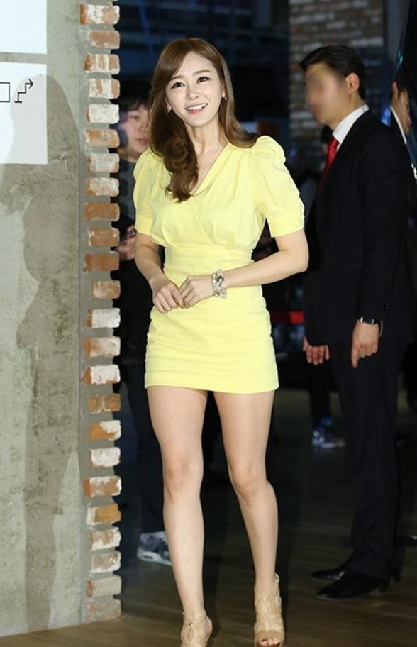 【エロ画像】自主規制もお股もユルユルな韓国の女子アナまんさんエッロwwwwwwwwwwwww・7枚目