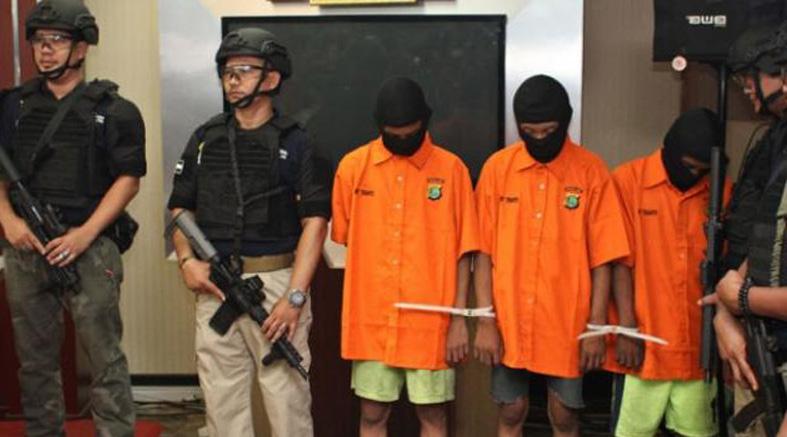 【閲覧注意】インドネシアの少女(18)マンコを破壊され発見される・・・(画像あり)・7枚目