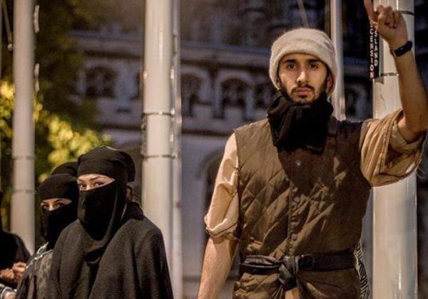 """【胸糞注意】ISISが仕切る""""奴隷市場""""の様子。。こんな国イヤだ・・・(画像あり)"""