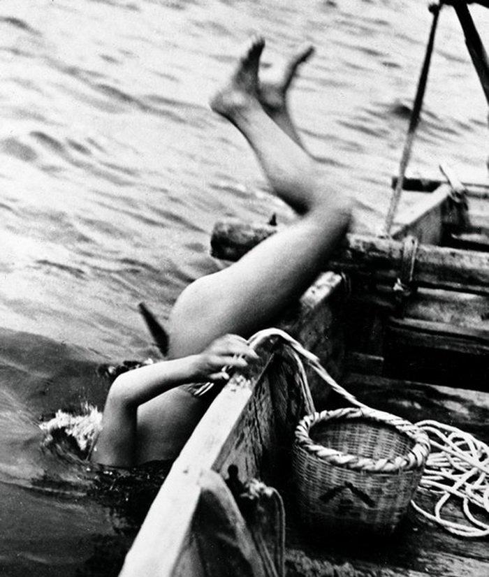 【画像あり】昭和の「海女さん」がお仕事してる写真が発見される。マジかぁwwwwwwwww・3枚目