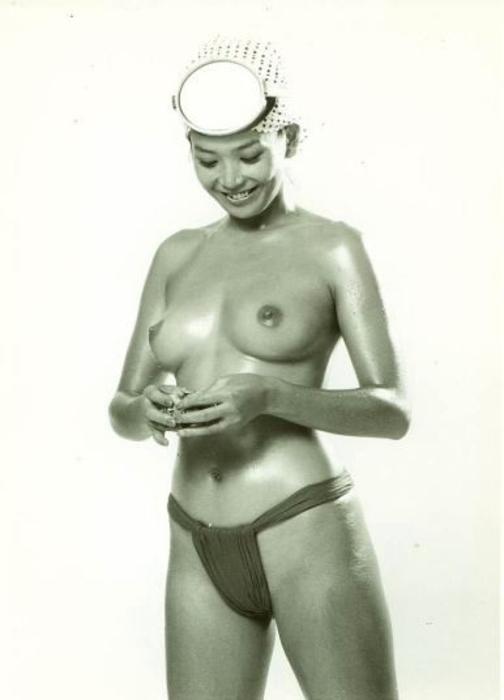 【画像あり】昭和の「海女さん」がお仕事してる写真が発見される。マジかぁwwwwwwwww・6枚目