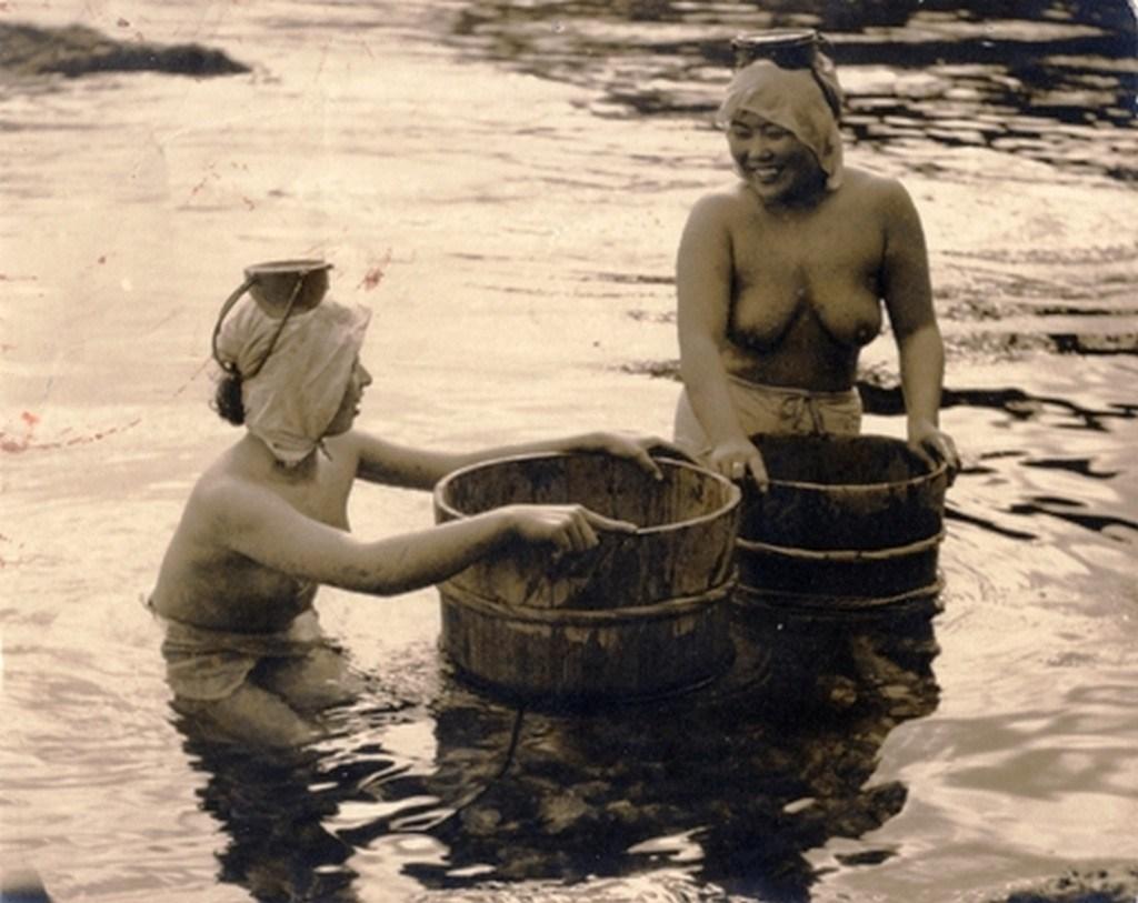 【画像あり】昭和の「海女さん」がお仕事してる写真が発見される。マジかぁwwwwwwwww・9枚目