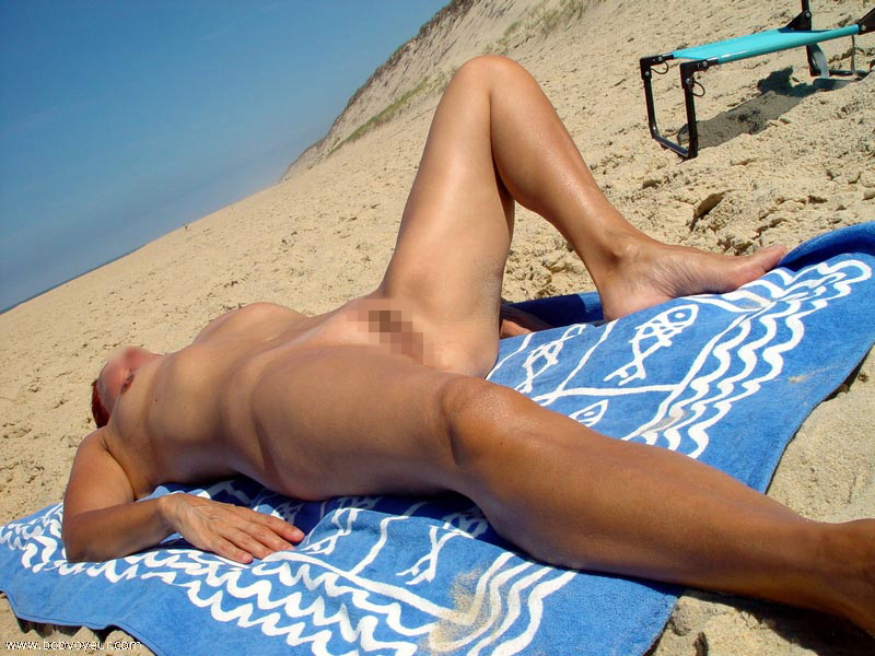 【エロ画像】ヌーディストビーチでやってはいけない事 No.1ってコレだよなwwwwwwwwwwwww・1枚目