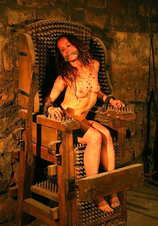 【閲覧注意】中世ヨーロッパに存在した女性に対しての拷問・・・悪魔の所業やな。(画像あり)・12枚目