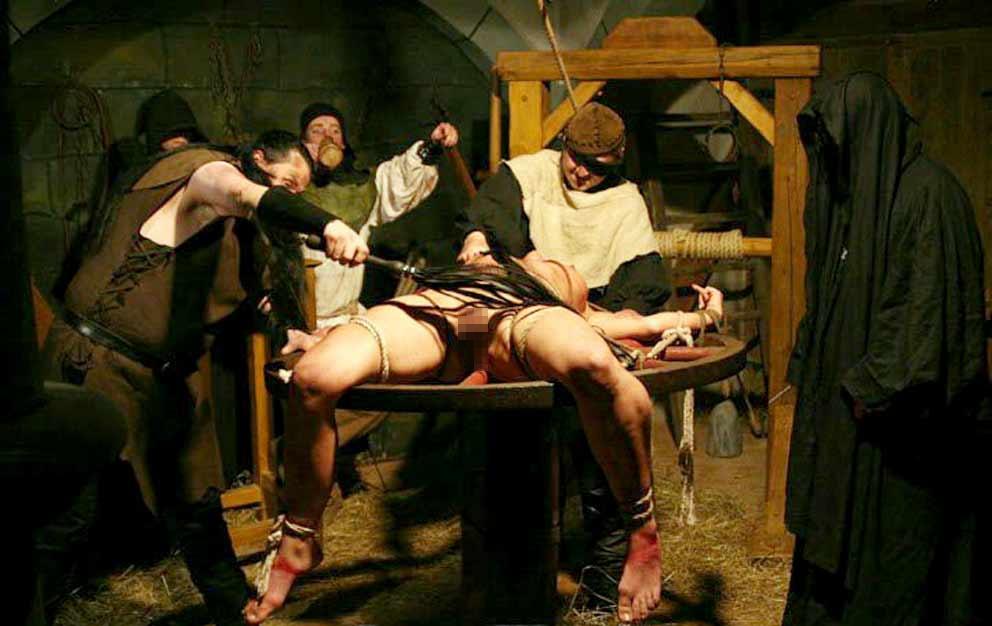 【閲覧注意】中世ヨーロッパに存在した女性に対しての拷問・・・悪魔の所業やな。(画像あり)・15枚目