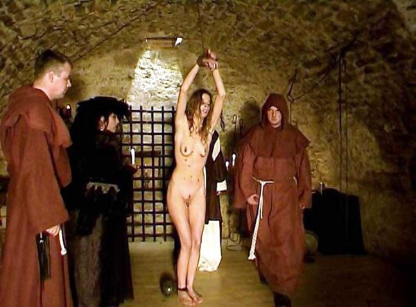 【閲覧注意】中世ヨーロッパに存在した女性に対しての拷問・・・悪魔の所業やな。(画像あり)・19枚目