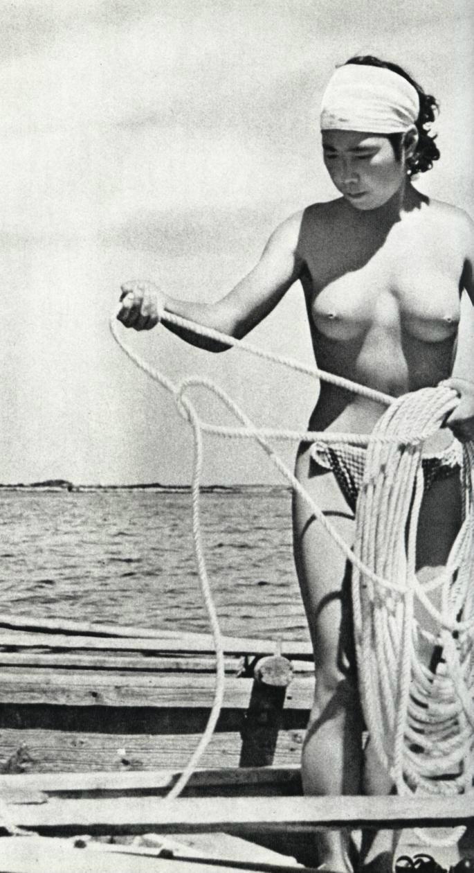 【画像あり】昭和の「海女さん」がお仕事してる写真が発見される。マジかぁwwwwwwwww・21枚目