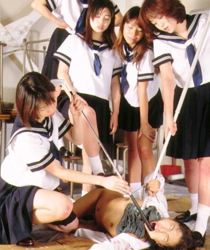 【胸糞注意】女子学生のイジメ写真が流出・・・過激にも程がある。。(画像あり)・22枚目