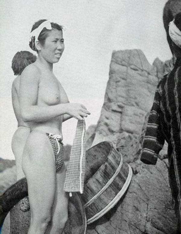 【画像あり】昭和の「海女さん」がお仕事してる写真が発見される。マジかぁwwwwwwwww・24枚目
