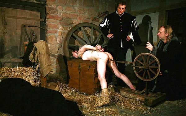 【閲覧注意】中世ヨーロッパに存在した女性に対しての拷問・・・悪魔の所業やな。(画像あり)・24枚目