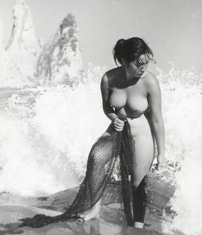 【画像あり】昭和の「海女さん」がお仕事してる写真が発見される。マジかぁwwwwwwwww・25枚目