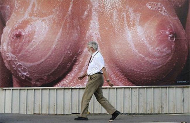 【エロ画像】海外のエロすぎる広告素材マジで丸出しすぎwwwコレは18禁やろwwwwwwwwwwww・26枚目