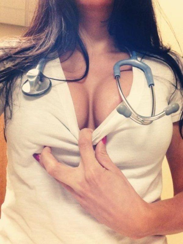 【女医】自撮りしてネットにおっぱい晒しちゃうおバカちゃんがコチラ。(画像あり)・29枚目