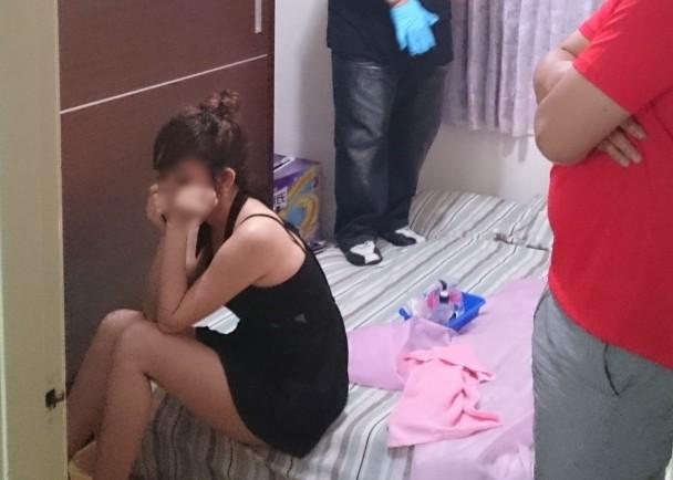 【草】違法風俗嬢たちの摘発の瞬間、、逮捕された上に裸まで晒されて草wwwwwwwwwwww(画像あり)・29枚目