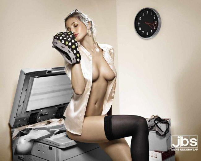 【エロ画像】海外のエロすぎる広告素材マジで丸出しすぎwwwコレは18禁やろwwwwwwwwwwww・6枚目