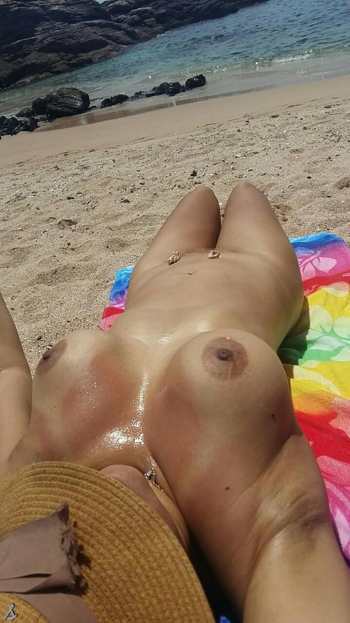 【エロ画像】ヌーディストビーチでやってはいけない事 No.1ってコレだよなwwwwwwwwwwwww・8枚目