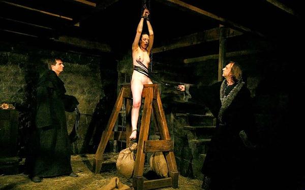 【閲覧注意】中世ヨーロッパに存在した女性に対しての拷問・・・悪魔の所業やな。(画像あり)・8枚目