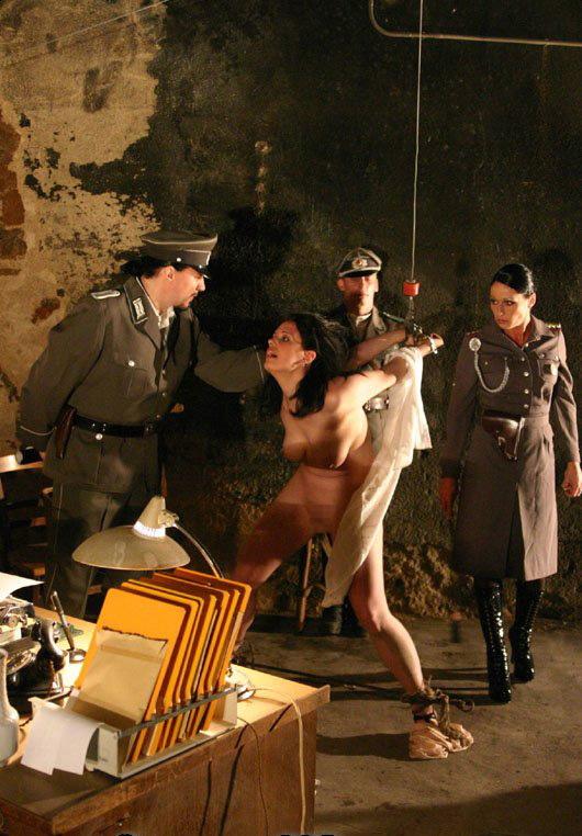 【閲覧注意】中世ヨーロッパに存在した女性に対しての拷問・・・悪魔の所業やな。(画像あり)・9枚目