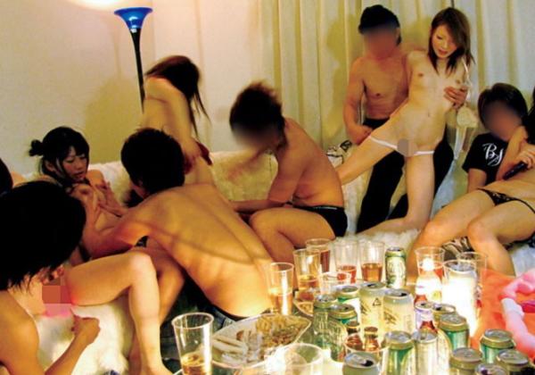 """【悪酔い】ノリが良すぎる若者男女が""""宅飲み""""するというなる。。羨まCwwwwwwwwwwwww(画像あり)・10枚目"""