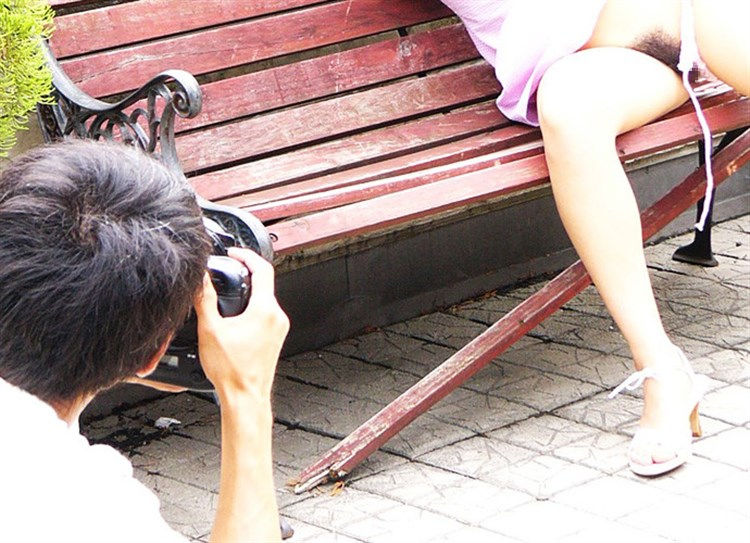 【衝撃】一眼レフでマンコを撮るこの撮影会なんや??なんだか闇が深い・・・(画像あり)・13枚目