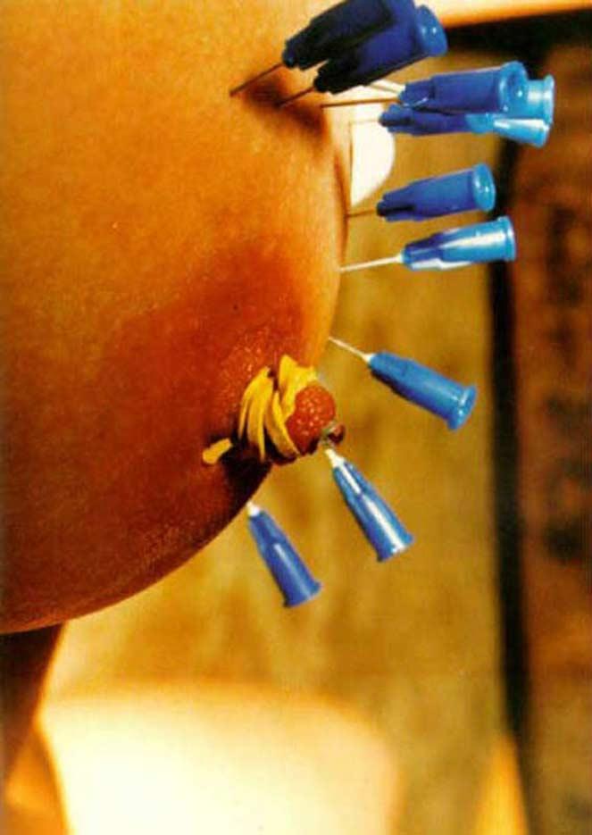 【閲覧注意】マ○コを針刺しする素人にはマネできないプレイがマジキチすぎるwwwwwwwwwww・15枚目