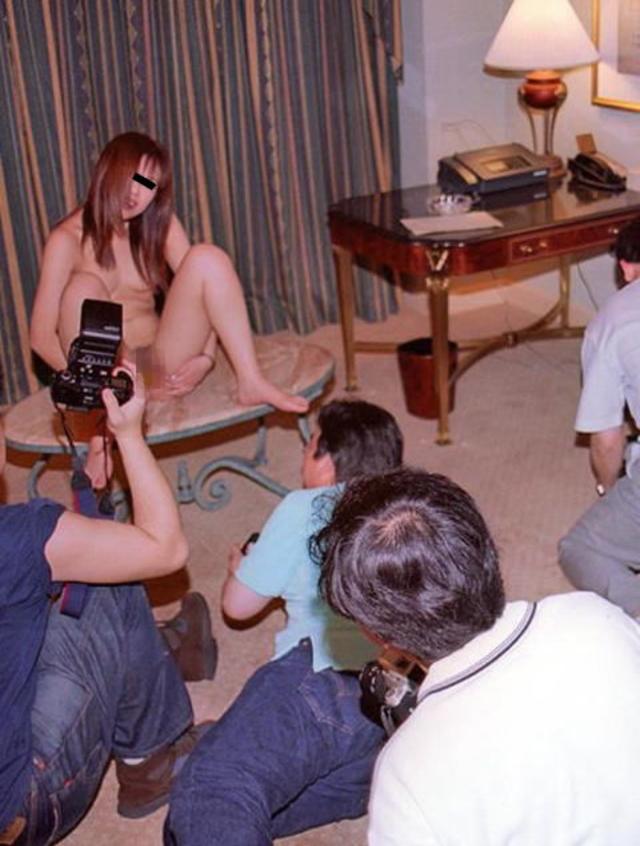 【衝撃】一眼レフでマンコを撮るこの撮影会なんや??なんだか闇が深い・・・(画像あり)・23枚目