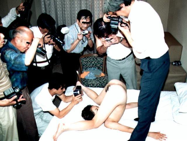 【衝撃】一眼レフでマンコを撮るこの撮影会なんや??なんだか闇が深い・・・(画像あり)・26枚目